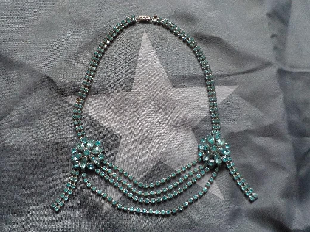 b696d9118 Modrý štrasový náhrdelník – Lolita pod lípou
